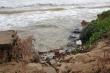 Ảnh: Mưa to, sóng lớn quật tan tác bờ kè Cửa Đại