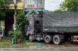 Container va chạm xe tải rồi lao vào nhà dân, 3 người thương vong