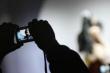 Thiếu nữ bị bắt vì dùng clip nóng tống tiền người tình 70 tuổi