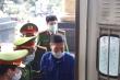 Ảnh: Cựu Giám đốc CDC Hà Nội Nguyễn Nhật Cảm cùng đồng phạm bị dẫn giải tới toà