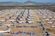 Covid-19: Bến bãi hoang vắng, hàng nghìn máy bay xếp hàng 'đắp chiếu'