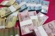 Gần Tết, dịch vụ đổi tiền lẻ giá cao ngất lại tràn chợ mạng