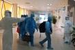 Hình ảnh 129 bệnh nhân mắc COVID-19 về từ Guinea Xích đạo tại Viện Nhiệt đới TW