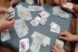 Tạm đình chỉ công tác 4 cán bộ đánh bạc trong trụ sở cơ quan