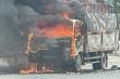 Xe tải chở bật lửa cháy ngùn ngụt trên quốc lộ 18, lái xe may mắn thoát nạn