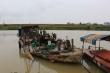 Bắc Ninh bắt quả tang thuyền khai thác cát trái phép trên sông Cà Lồ