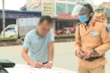 CSGT Vĩnh Phúc ghi hình, dán giấy phạt trên xe dừng đỗ trái phép