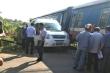 Tàu hỏa tông văng ô tô 'bò' ngang đường sắt, 5 người bị thương