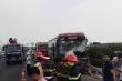 Phá cửa giải cứu 4 người mắc kẹt trong xe khách sau tai nạn trên cao tốc Pháp Vân – Cầu Giẽ
