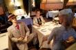 Ảnh: Đi ăn nhà hàng thời COVID-19, các nước thực hiện giãn cách xã hội ra sao?