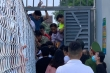Vạn người xem Hà Tĩnh đấu dàn sao Hà Nội FC: Vỡ sân, CĐV có vé vẫn đứng ngoài