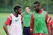 Covid-19: Không chịu giảm lương, 2 cựu cầu thủ Arsenal bị đuổi việc