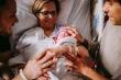 Cặp đôi đồng tính nam có con nhờ mẹ mang thai hộ