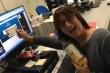 Nữ phóng viên tuyên bố nghỉ việc ngay trên sóng truyền hình vì tưởng trúng xổ số giải đặc biệt