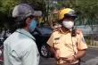 CSGT ra quân kiểm tra, nhiều người cuống cuồng khi bị phạt lỗi không bảo hiểm