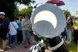 Nhật thực ở Việt Nam: Giây phút hân hoan xem Mặt trăng 'ăn' dần Mặt trời
