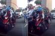 Clip: Cướp đi xe máy đập kính ô tô, giật túi xách trong 3 giây gây sốc