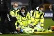 Chấn thương kinh hoàng, thủ môn Wolverhampton bất tỉnh rời sân
