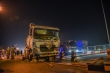 Xe bồn nổ lốp tông 2 xe máy trên cầu Thanh Trì, 4 người bị thương
