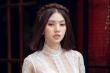 Mặc ồn ào với hội bạn thân Kỳ Duyên, Jolie Nguyễn thả dáng với áo dài xuyên thấu trên phố