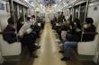 Nhật ban bố tình trạng khẩn cấp chống COVID-19, dân vẫn tấp nập đi làm