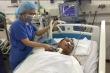 Xót thương hoàn cảnh người thương binh nghèo cụt chân tay, chăm con trai tai nạn nguy kịch