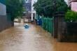 Bức tường đổ sập trong mưa lớn, một gia đình ở Quảng Ninh phải nhập viện