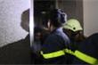 Đà Nẵng: Cảnh sát phá cửa cứu cô gái mắc kẹt trong thang máy
