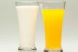 Uống nước cam hay sữa vào buổi sáng là tốt nhất?