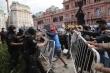Maradona qua đời: Luật sư nghi bác sĩ sai sót, CĐV làm loạn ở Dinh Tổng thống
