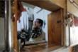 Video: Sợ Covid-19, người nghèo Hồng Kông nhốt mình trong 'nhà quan tài'