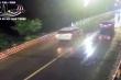 Video: Lấn làn vượt ẩu, ô tô tông chết nam sinh đi xe đạp điện
