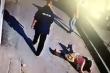Video: Bé trai bị bắt cóc giữa ban ngày, người đi đường làm ngơ gây phẫn nộ