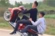 Lên facebook khoe clip bốc đầu xe SH, nam thanh niên ở Hà Nội bị xử lý