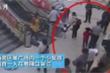 Mẹ nhẫn tâm bỏ rơi con gái 7 tuổi ngay giữa trung tâm thương mại rồi chạy trốn