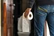 Quay lén đàn ông trong toilet công cộng, nam tiếp viên hàng không phải ngồi tù