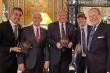 Tổng thống Trump chụp ảnh cùng thư ký Tổng thống Brazil bị nhiễm Covid-19