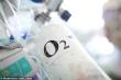 Covid-19 hoành hành, bệnh viện ở Anh có thể hết bình oxy trong vài giờ