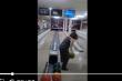 Chơi bowling, cô gái ném vỡ nát màn hình ti vi