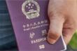 Philippines làm visa dán đè 'đường lưỡi bò' phi pháp trên hộ chiếu Trung Quốc