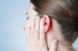 Mẹo làm sạch tai an toàn mà không cần dùng bông tăm
