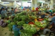 Sau mưa lũ, ngập lụt, rau xanh tại Đà Nẵng khan hiếm, tăng giá