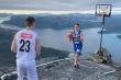 Video: Trận đấu bóng rổ trên độ cao 1000m tại Na Uy