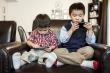 Học sinh nghỉ học ở nhà tránh virus corona, cha mẹ lo con cái nghiện điện thoại