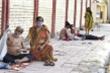 Bệnh nhân COVID-19 tại Ấn Độ: Nằm giường giấy, mòn mỏi chờ oxy và thuốc chữa