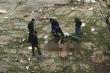 Phát hiện 2 thi thể nam giới trôi dạt vào bờ biển Quảng Trị