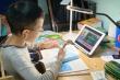 Phụ huynh TP.HCM than khó khăn khi con học trực tuyến thời COVID-19