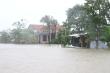 Bão số 12 khiến nước lũ dâng cao, chia cắt nhiều hộ dân ở Phú Yên