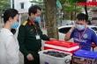 Dân 'tiếp tế' đồ uống, ủng hộ lực lượng chức năng công tác ở khu cách ly