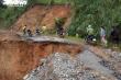 Quảng Trị: Điều 2 trực thăng thả lương thực xuống làng có 6 người bị vùi lấp